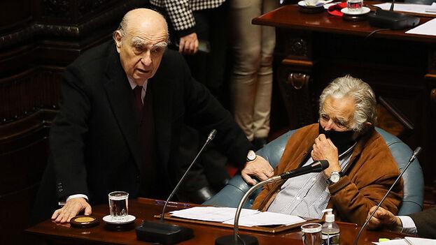 Democracia uruguaya despide a Mujica y Sanguinetti
