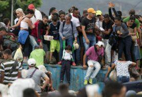 La oposición denuncia trato de policías a venezolanos que huyen del país a pie