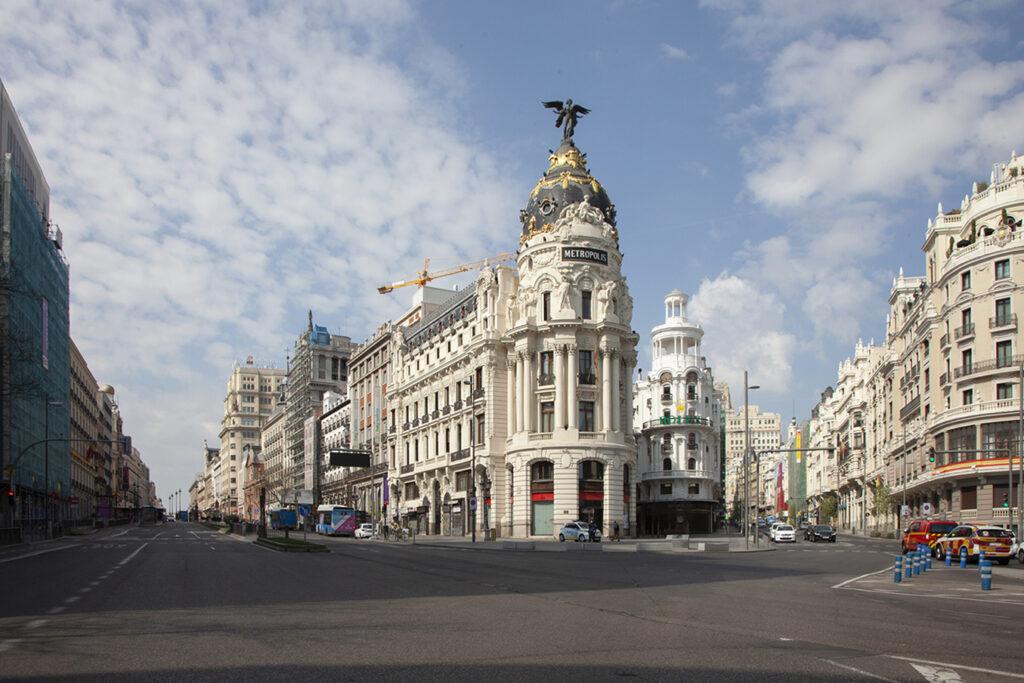 Madrid cierra sus puertas, pero no el enfrentamiento político