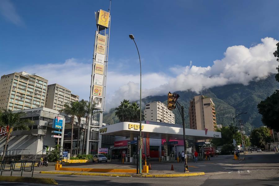 Suministro venezolano de gasolina recobra normalidad tras semanas de escasez