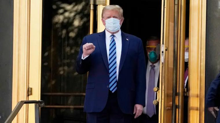Trump regresa a la Casa Blanca pese a no estar fuera de peligro