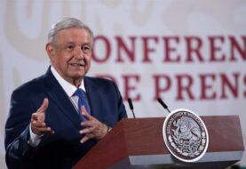 """AMLO critica Austria por """"apoderarse"""" de Penacho de Moctezuma"""