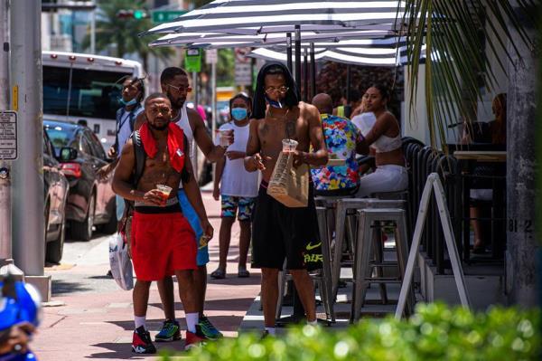 Florida se acerca a las 15.000 muertes por COVID-19 y sube tasa de contagios