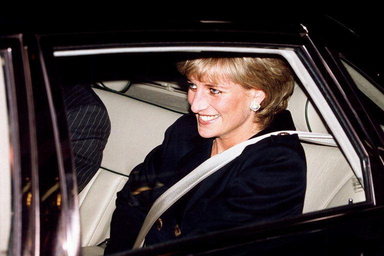BBC investiga irregularidades en la entrevista con Diana de Gales en 1995