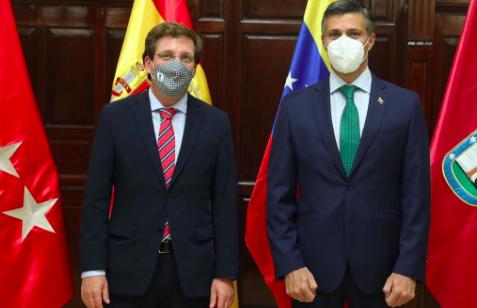 Alcalde de Madrid recibe a Leopoldo López