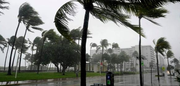 Tormenta Eta castiga ahora al sur de Florida con vientos y lluvias