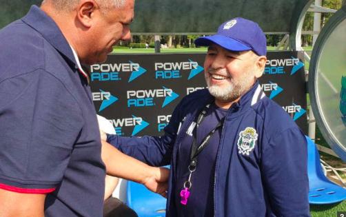 """Estado de Maradona """"es bueno"""" y quieren llevarlo a una casa, dice su médico"""