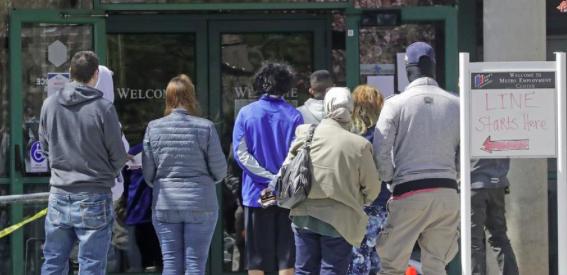 Bajan a 709.000 las solicitudes semanales de subsidio por desempleo en EEUU