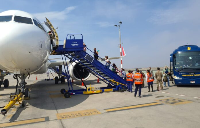 Ecuador y Venezuela coordinan seis vuelos humanitarios de repatriación