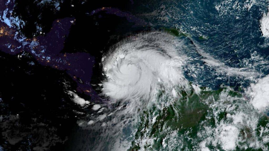Poderoso huracán Iota pierde fuerza tras causar graves daños en Nicaragua