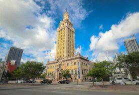 Exigen excarcelación de rapero cubano frente a Torre de la Libertad de Miami