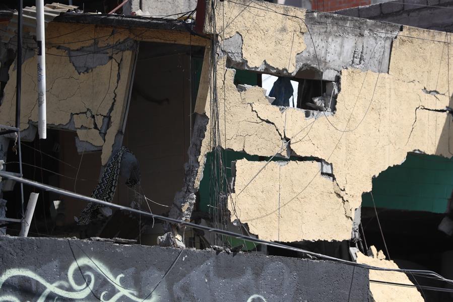Explosión de un camión cisterna de gas deja 6 muertos en México
