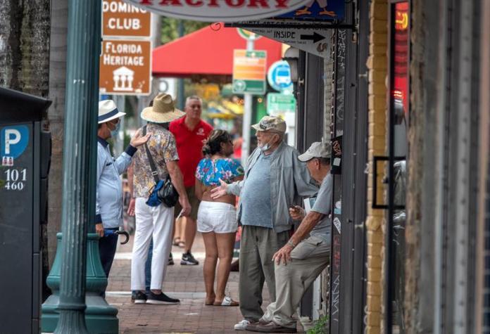 Florida suma más de 4.600 casos nuevos de coronavirus