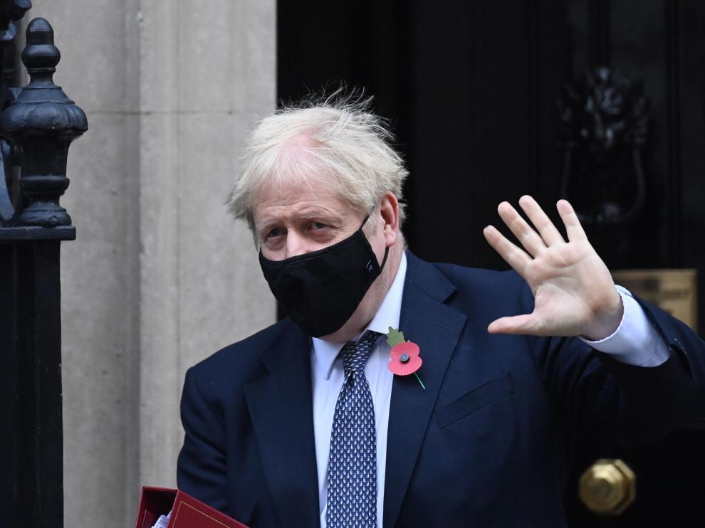 Parlamento británico aprueba confinar Inglaterra desde esta medianoche