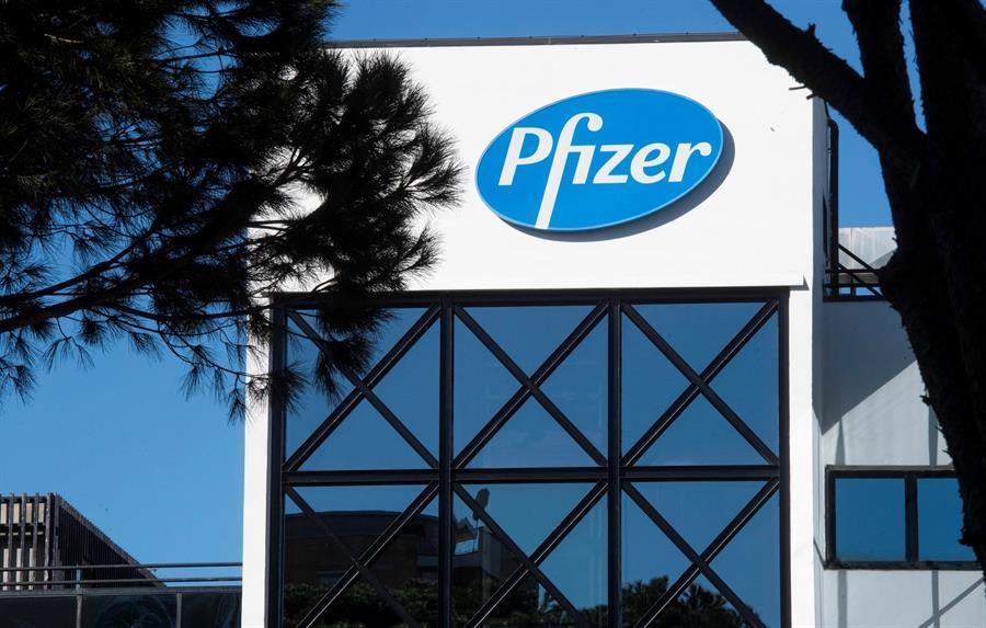 Pfizer abre con alzas tras la mejora de la eficacia de su vacuna de la covid