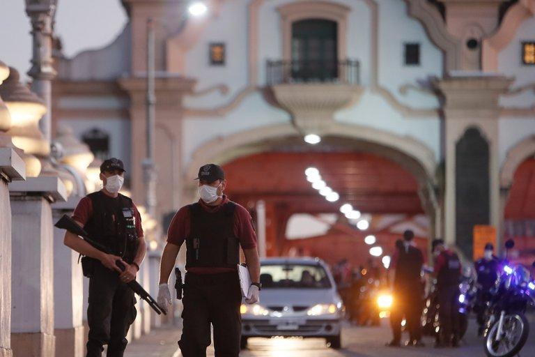 Argentina estudia usar fuerzas policiales frente al rebrote de la covid-19