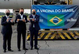 Brasil recibe material para preparar un millón de dosis de la vacuna china