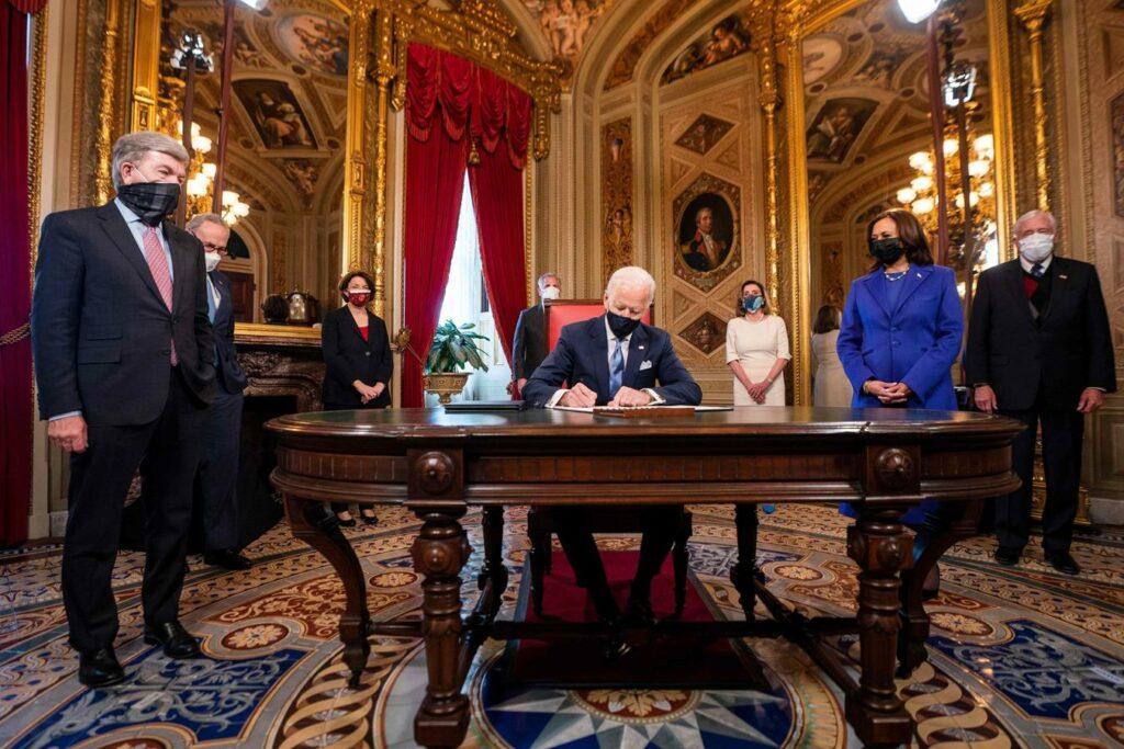 Biden cumple promesa y pide ciudadanía para indocumentados en su pimer día