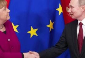 Merkel abierta a explorar con Rusia la capacidad productiva para una vacuna del COVID-19