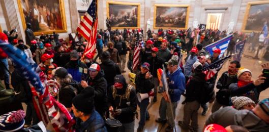 Justicia de EEUU prevé acusar a varios centenares de asaltantes del Congreso
