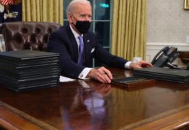 """Biden firma decretos sobre """"soñadores"""", muro con México y veto migratorio"""