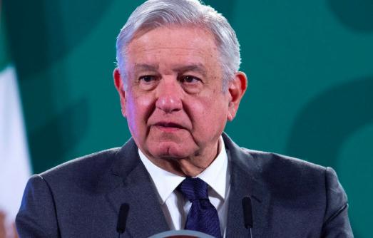 """Redes sociales pasan de ser """"benditas"""" a adversarias de López Obrador"""