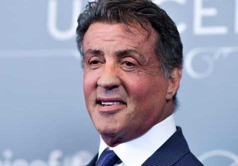 Detienen falsificadores que atraían con pasaporte de Sylvester Stallone
