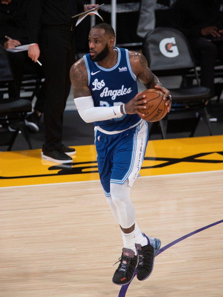 Nets y Spurs cortan las rachas ganadoras a Sixers y Lakers