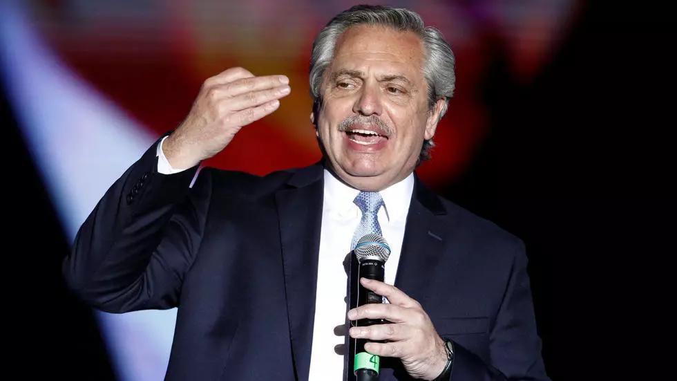 Alberto Fernández llega a Palacio Nacional para reunirse con López Obrador