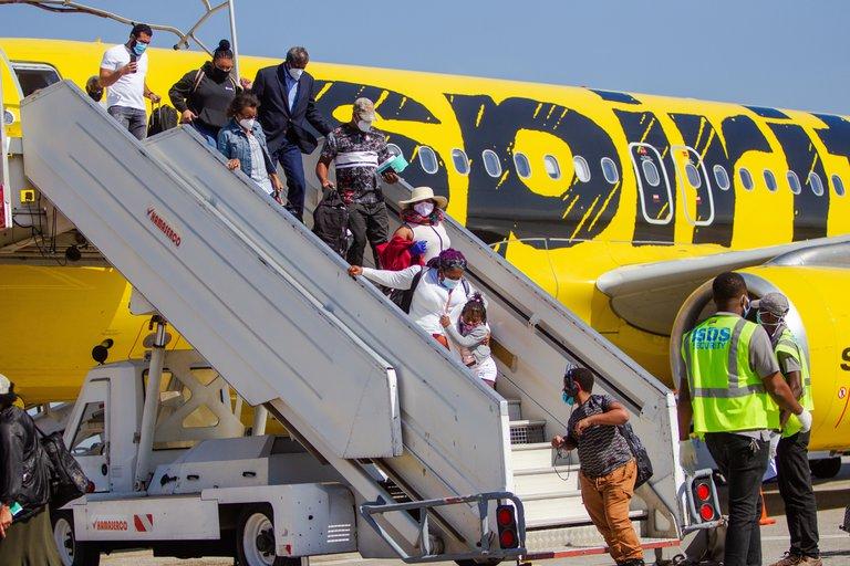 Bahamas suspende vuelos y enlaces marítimos con Haití por miedo a los contagios