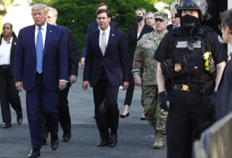 Abogados de Trump inician alegato defendiendo derecho a libertad de expresión