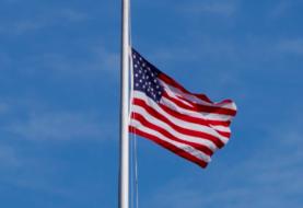Decretan banderas a media asta en Florida en honor a víctimas de Parkland