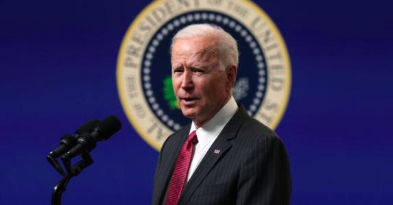 """Biden alerta que """"el progreso democrático está bajo asalto"""" en EEUU y Europa"""