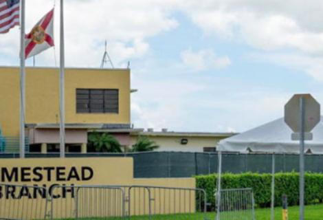 Rechazan que Biden reactive polémico centro de niñez inmigrante en Florida