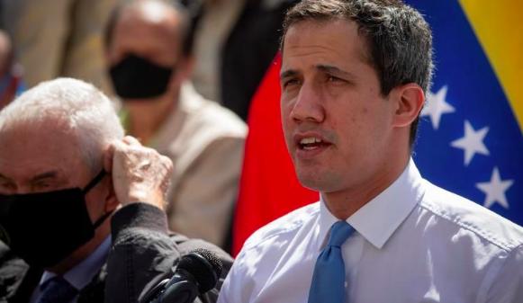Contraloría de Venezuela inhabilita a Guaidó para ejercer cargos públicos