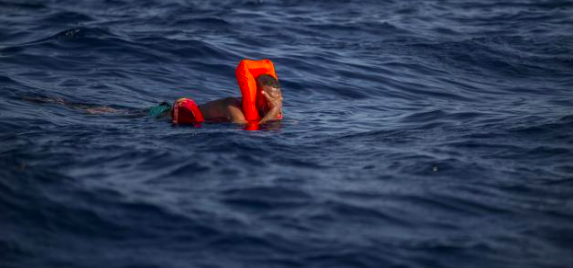 "Un náufrago sobrevive 14 horas a la deriva agarrado a ""un trozo de basura"""