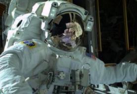Dos astronautas de la NASA listos para caminata dominical espacial