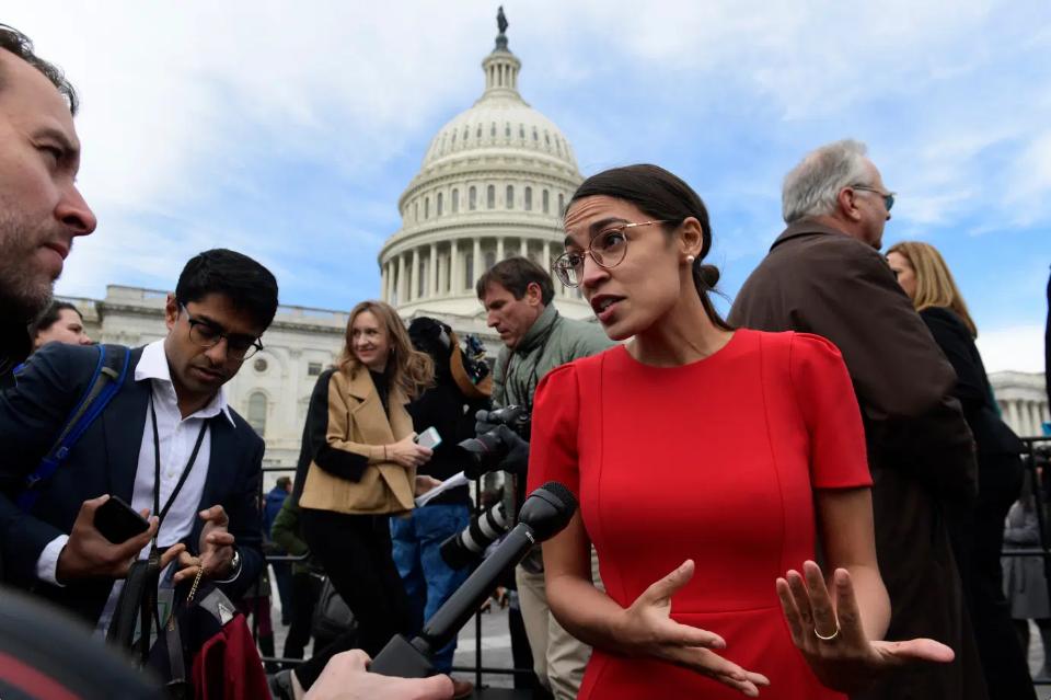Congresista demócrata Ocasio-Cortez revela que fue agredida sexualmente
