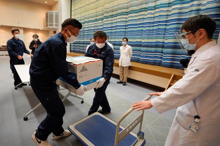 Japón arrancará su campaña de vacunación covid inoculando a 40.000 sanitarios
