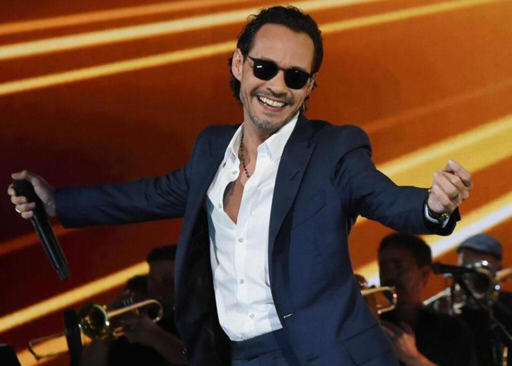 Marc Anthony devuelve broma molesta por Facetime con cartel en autopista