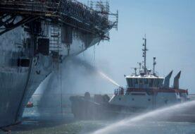 Piden hundir buque de la Armada de EE.UU. incendiado para crear arrecifes