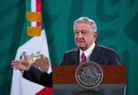 Presidente de México estrena las pistas de su aeropuerto emblemático