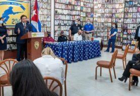 Florida abre centro de vacunación en un museo del exilio cubano