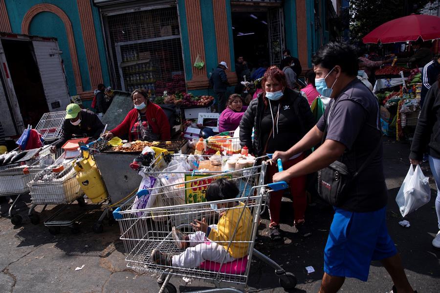 Autoridades en Chile en alarma por cumplimiento de cuarentena