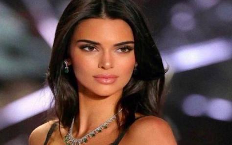 Kendall Jenner se apunta a la moda del tequila y genera polémica en México