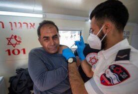 Israel comienza su campaña de vacunación a palestinos con permiso de trabajo