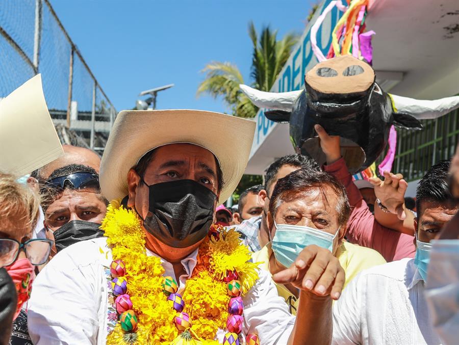 Político mexicano acusado de violación impugna la anulación de su candidatura
