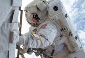 Astronautas modernizan el sistema de energía solar en la EEI