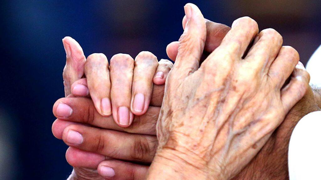 Mujer rusa y ucraniana centenarias vencen el coronavirus