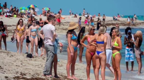 """Arrestos en el """"Spring Break"""" de Miami Beach se duplican hasta los 900"""